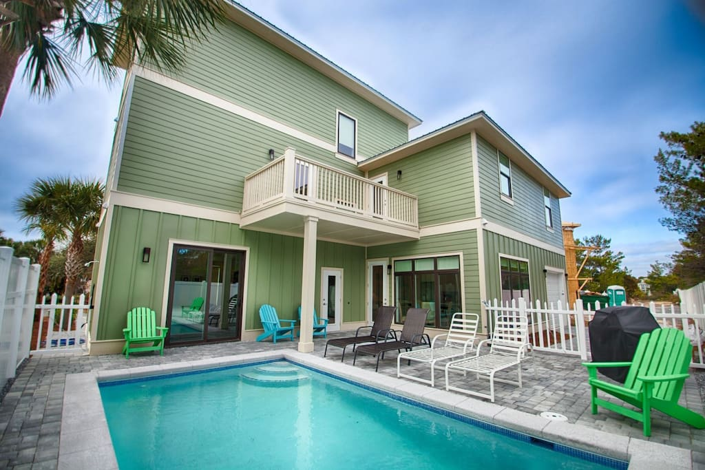Iorana II Private Pool feat. Plenty of Lounge Seating, Beautiful Gas Grill, 1/2 Bath, and Outdoor Shower