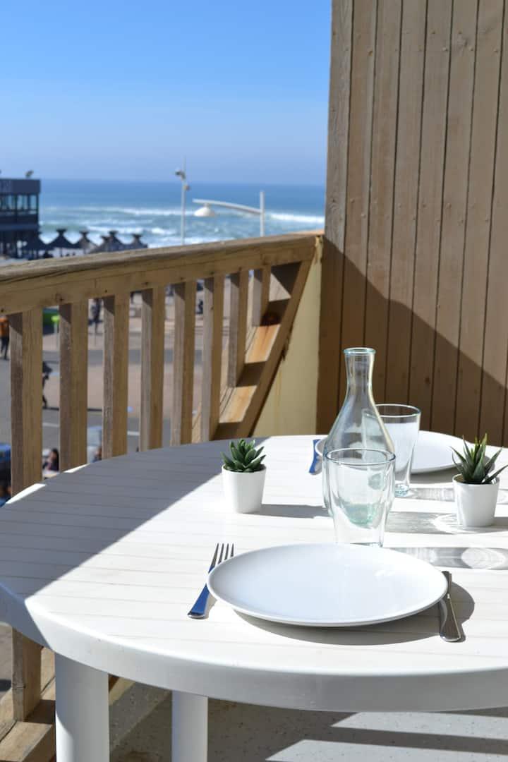 Agréable T2  de 30 m² face à la plage centrale