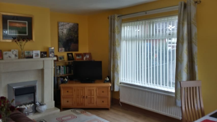 2 private bedrooms in bright spacious Belfast home