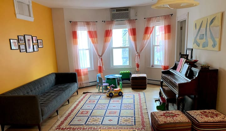 Beautiful, sunny, furnished condo in Somerville