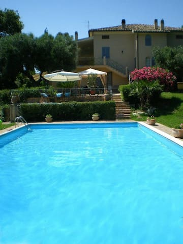 Vacations villa with pool groups 10/15 persons - Recanati - Villa