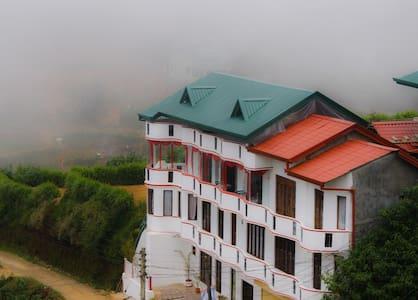 Nuwaraeliya Toppass Breeze Hotel