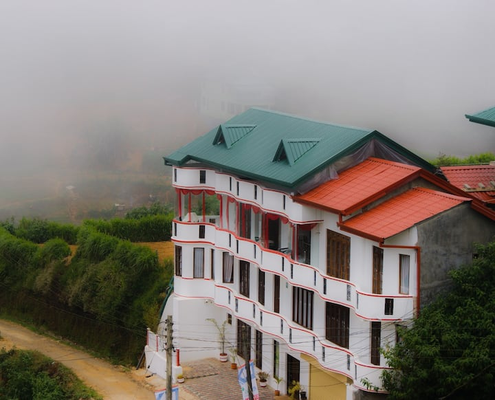 Nuwaraeliya Toppass Breeze Hotel