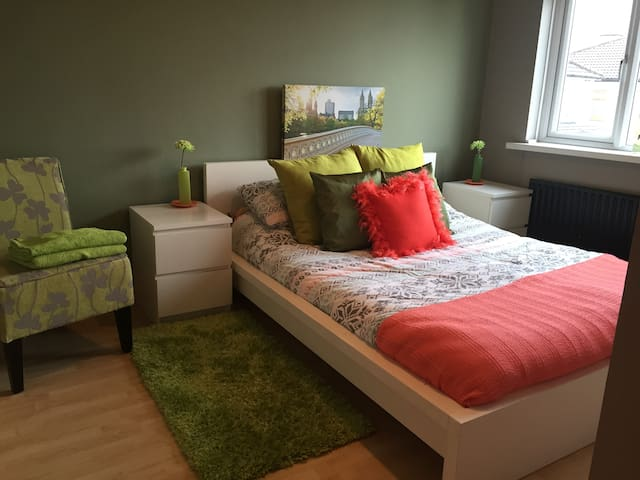Double Room - 5 mins from Airport - Santry - Talo