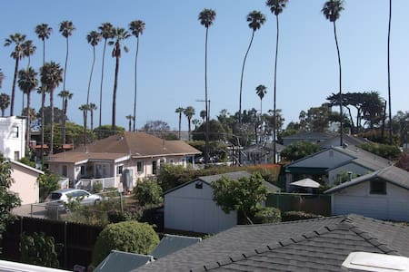 Downtown Charmer with lovely view - Carpinteria - Appartement