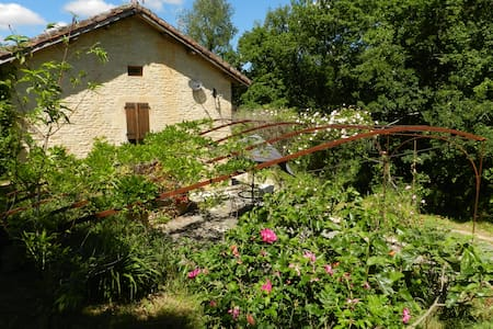 Charming gite with pool near Cahors - Leilighet
