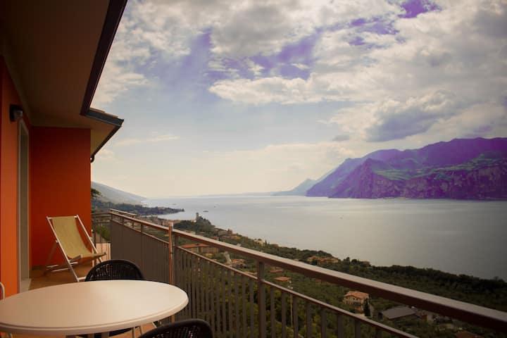 Spectacular view of  lake Garda - first floor