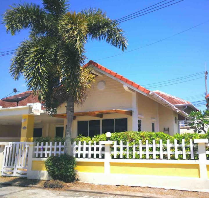 Affordable 2BR+Common Pool, WIFI, Naiyang beach