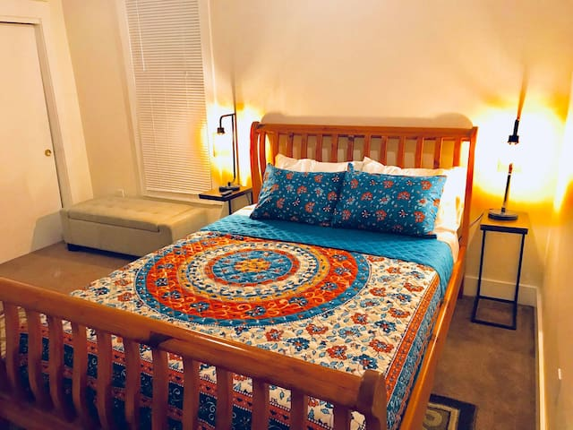 Cozy Spacious Room Down Town near SB Beach