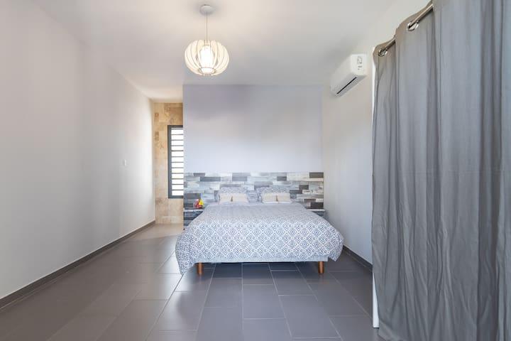 Chambre 18m2 climatisée  avec salle de bains