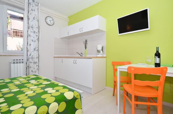 Relaxing colorful Studio apartment / perfect for 2 - Poreč - Byt