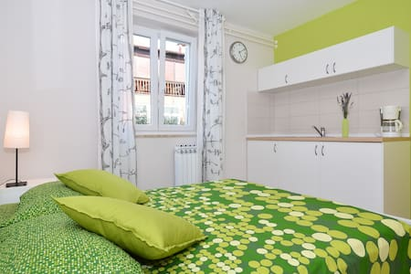Relaxing colorful Studio apartment /  free bikes