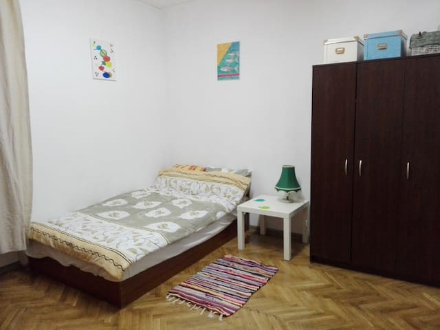 Central bright double room from house - Sofia - House