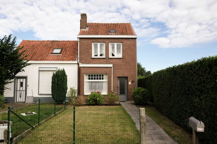 Cozy cottage in a quiet location, only 1 km from the city center in Bruges!
