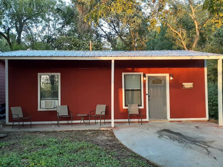 New 4 Bedroom Cottage in Livingston area