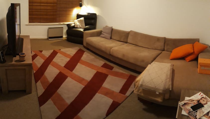 Warm, quiet shared room with 2 beds - Females Only