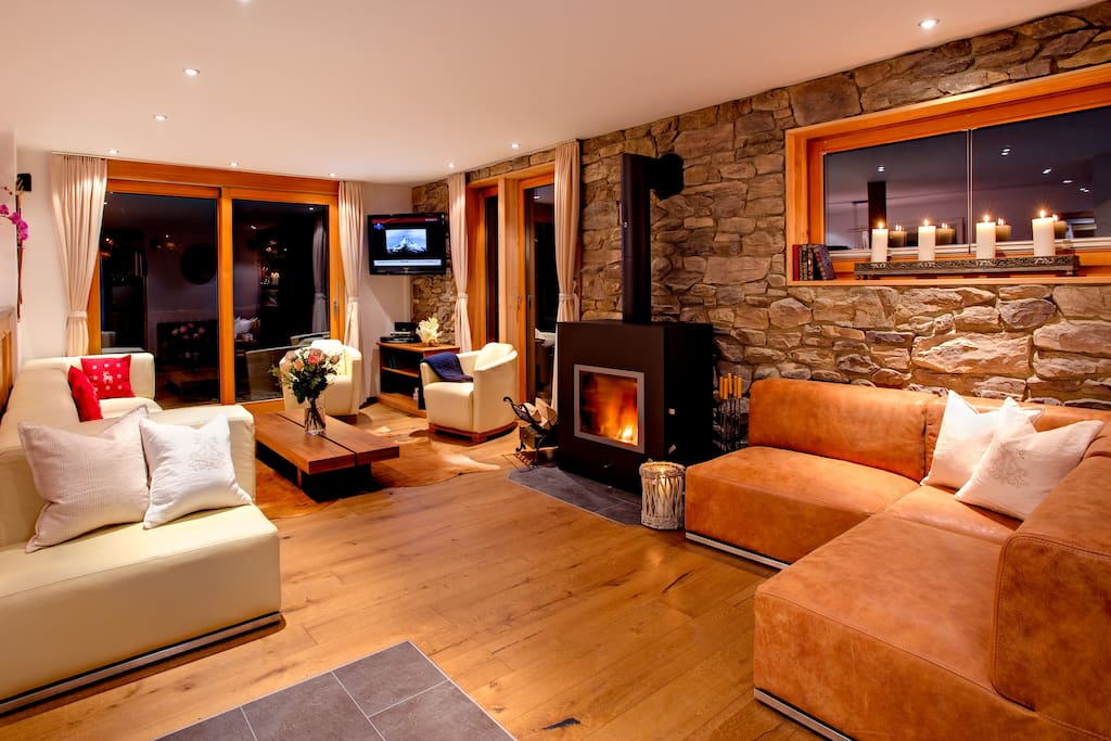 The fireplace and geothermal heating reduce the chalet's carbon foot-print as much as possible.
