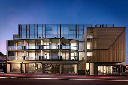 Hampton Beachside Sleek Apartment - Hampton - Lejlighed