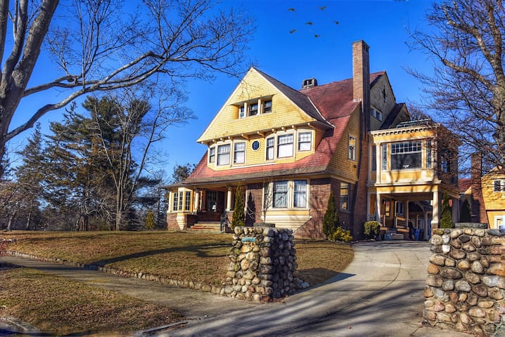 Historic Victorian Mansion B3