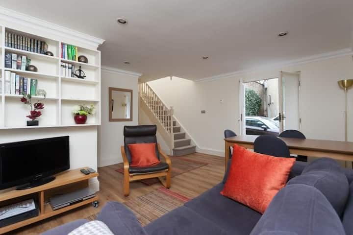 Circus Mews. 2 bedroom central Bath property with private parking
