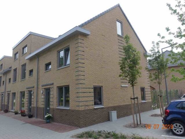 House near Ahoy and Zuidplein (15 minutes walk)
