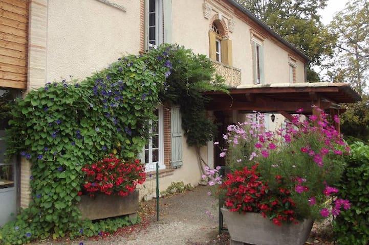 Maison de campagne dans les coteaux du Quercy - Montesquieu - Rumah