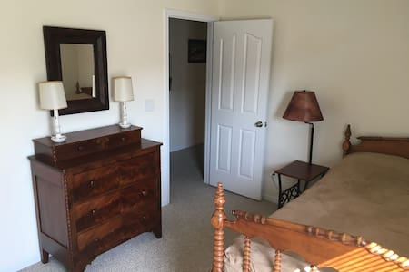Private bed and bath near Charlotte Speedway. - Harrisburg - Casa