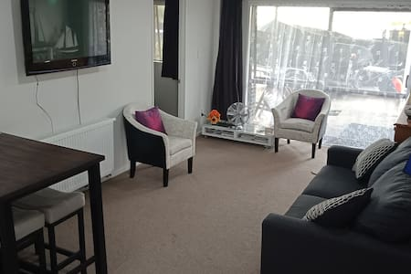 Quiet relaxed home away from home-no cleaning fee