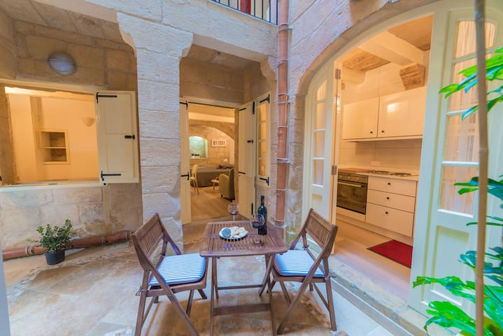 Casa San Carlo - Bianca Apartment - Valletta