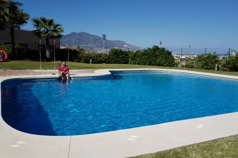 autre vue de la piscine piscine