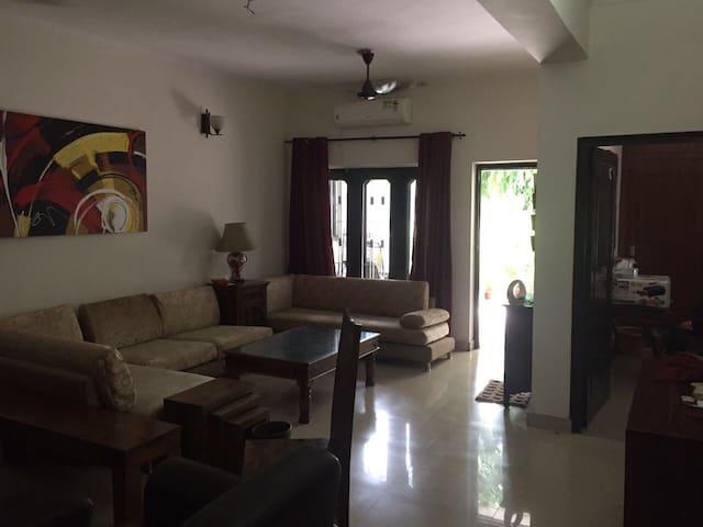 Master Bedroom for 2 in Delhi NCR (Noida Sec 14)