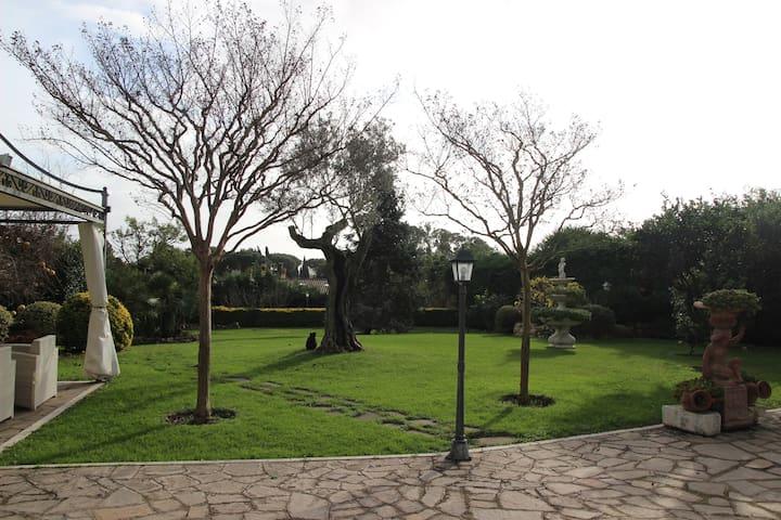 로마, 매력적인 정원이있는 멋진 플랫 130 평방 미터