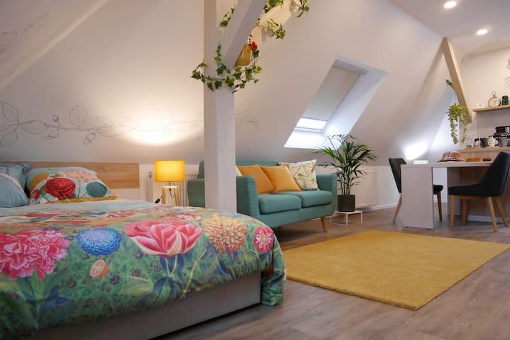 Appartement privé dans maison avec jardin