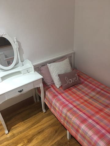 Luxury Accommodation. Female guest only