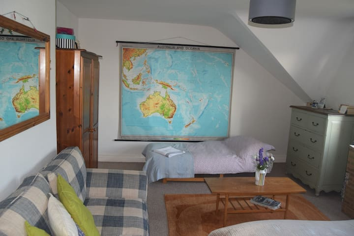 Large, warm bedroom (up to 3 people) inc breakfast