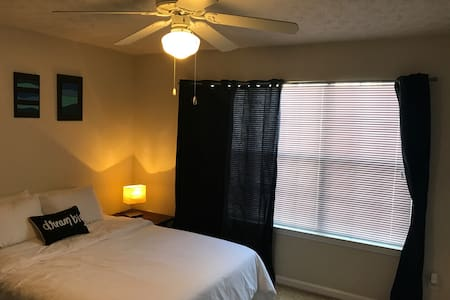 Private room/ Queen bed - Lawrenceville - Leilighet