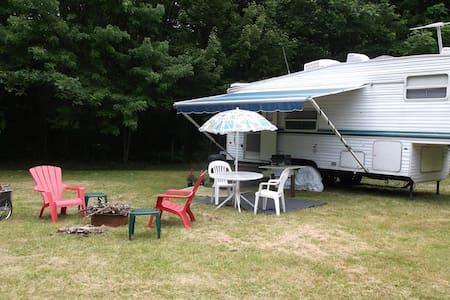 """""""Vermont Camping at it""""s Best""""  - Lakókocsi/lakóautó"""