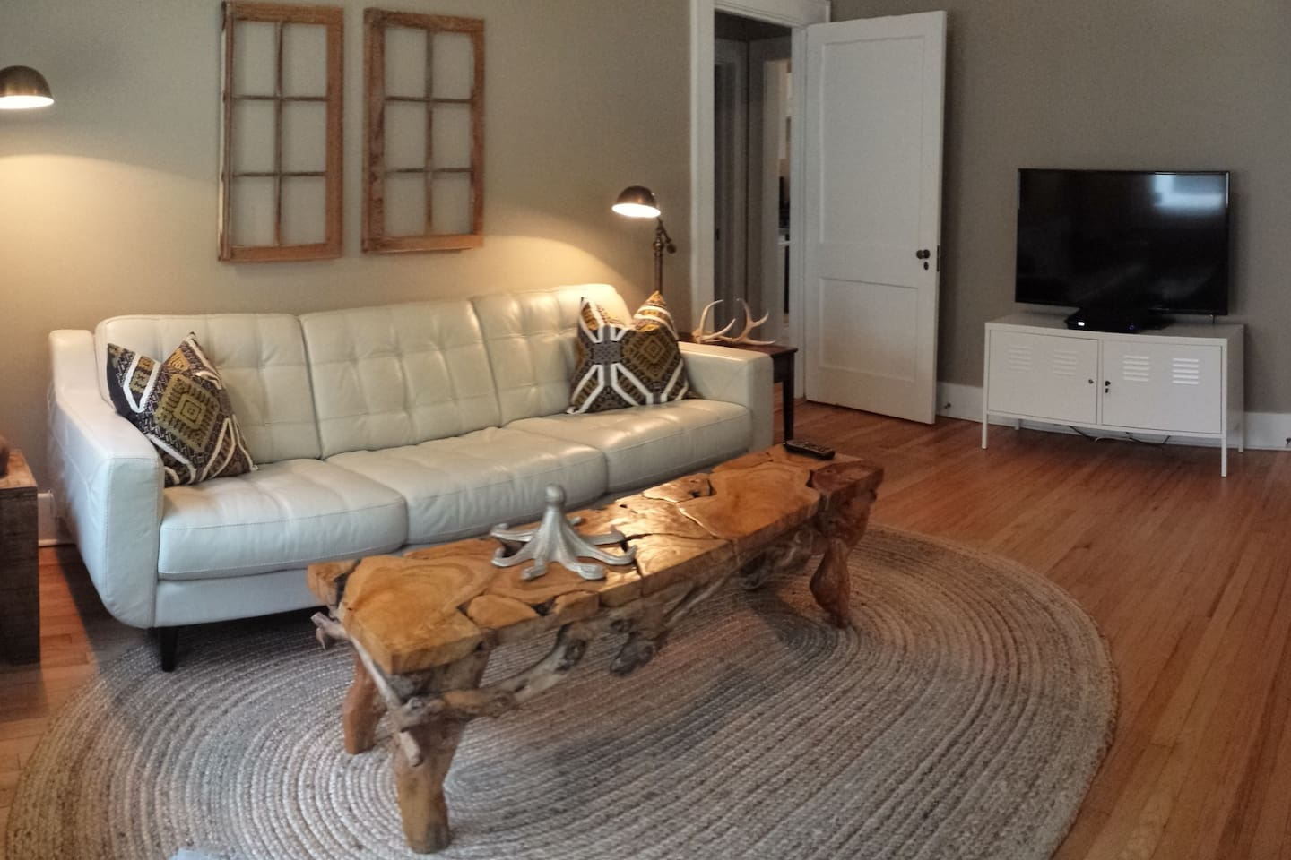 HIP DOWNTOWN 2BR BUNGALOW + PARKING