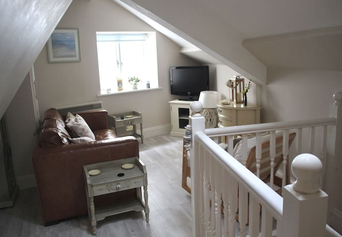 Quirky duplex apartment in ideal location close to harbour and town centre