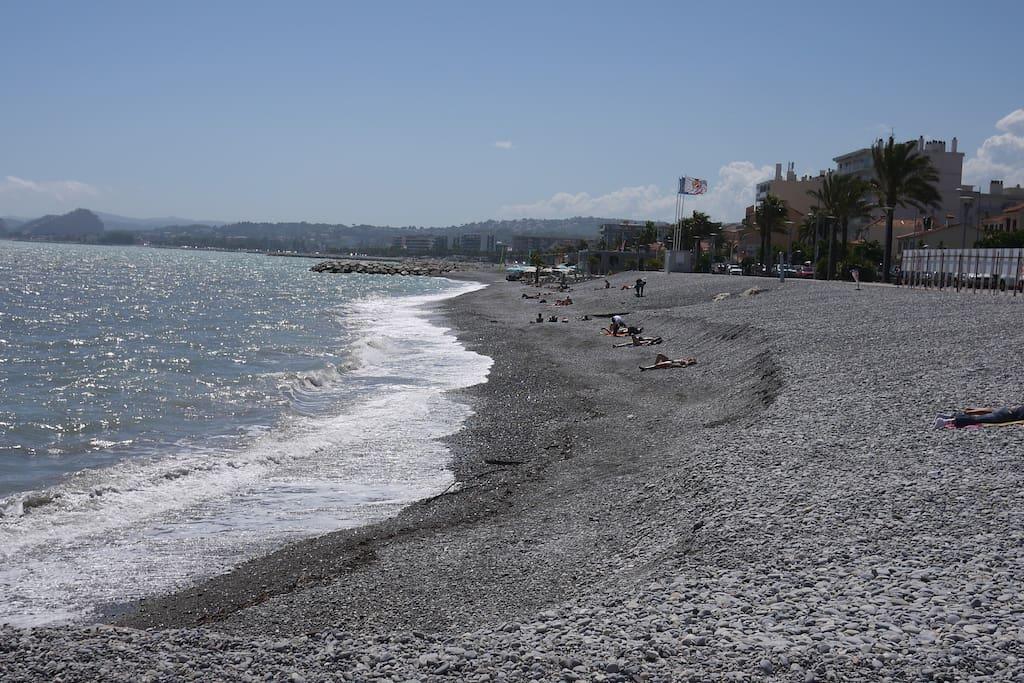 2 mn walk  to the beach