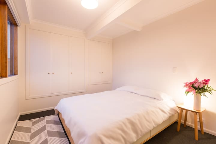 Halcyon House - Lovely Room in West Hobart