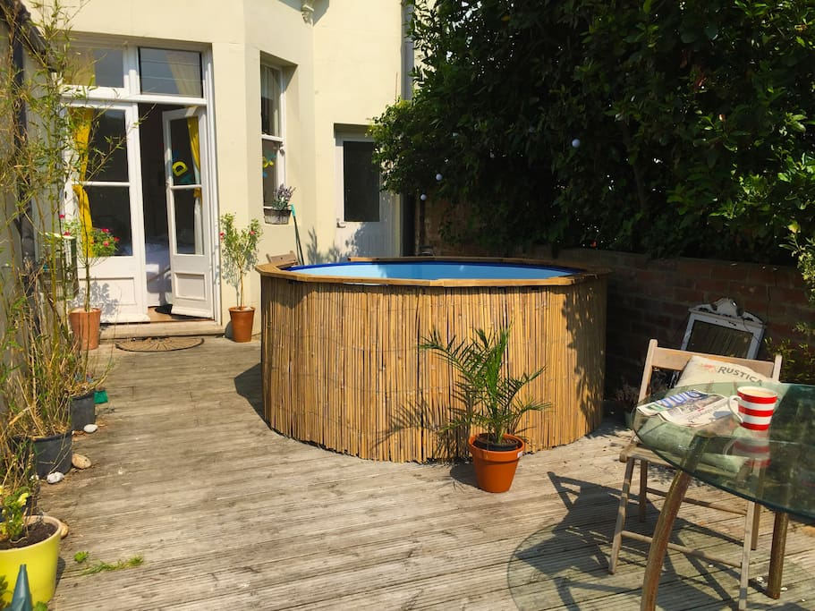 (6-8 person) Hot Tub - seasonal. incurs a surcharge of £40