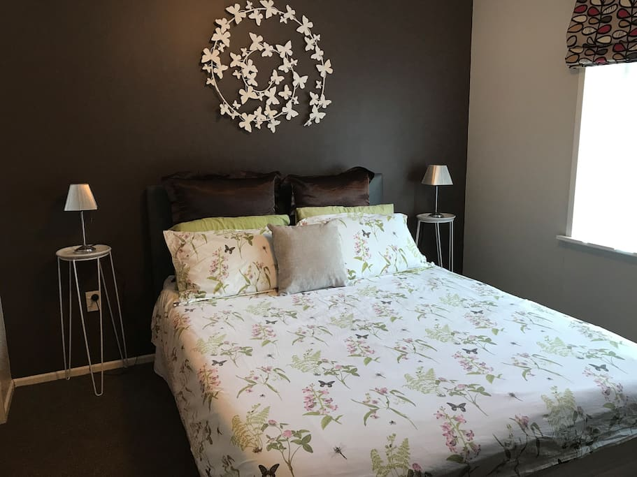 Queen bed, wardrobe space, Cable TV, Internet available.