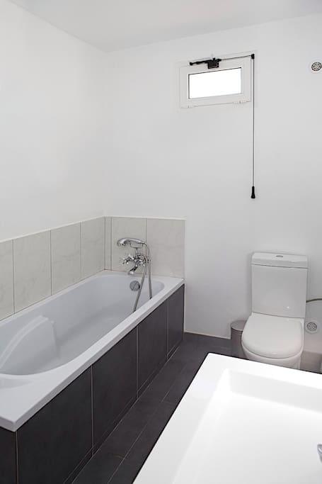 Salle de bains communicante chambre 1
