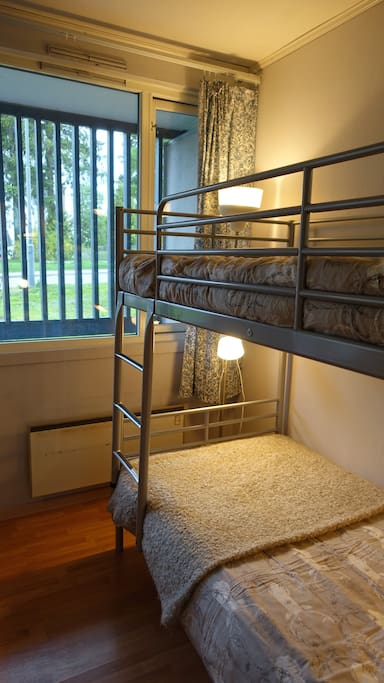 The bedroom with bunkbeds.