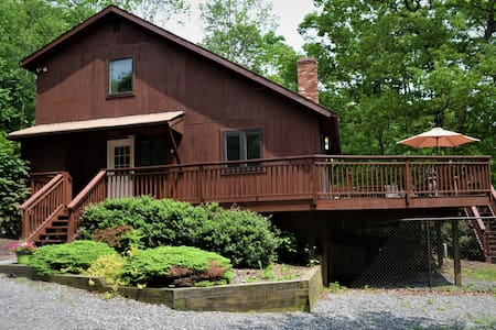 Dog-Friendly Chalet in the Heart of the Poconos
