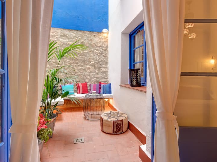 301 · Charming apartment next to the beach in the old town