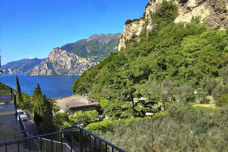 Lake view: stylish flat - Torbole