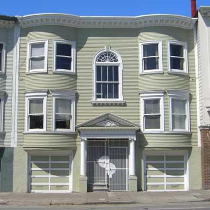 Top right flat in beautiful building in Valencia Corridor - the best of the Mission!