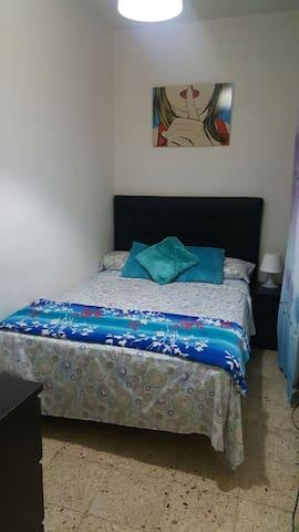 Habitaciom Pequeña cama doble